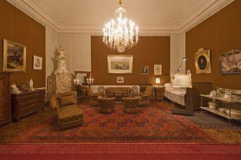 Schonbrunn Palace, Emperor Franz Joseph Bedroom.jpg