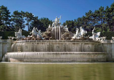 Schonbrunn Palace, Neptune fountain.jpg