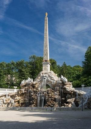 Schonbrunn Palace, Obelisk fountain.jpg