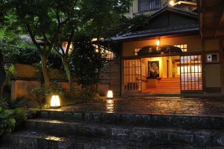 taikanso entrance night-view.jpg